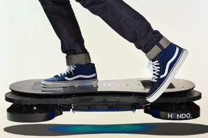 Actualmente la empresa Hendo Hoverboard aplicó una tecnología en base a campos magnéticos con la que lograron la levitación de este artefacto Foto:HendoHover. Imagen Por: