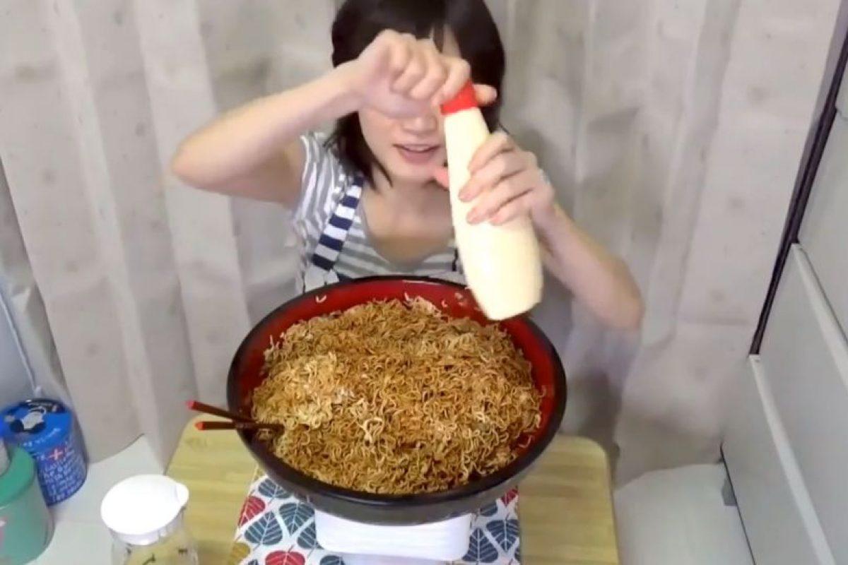 En su nuevo video, que se hizo viral, devora por completo 4 kilos de pasta. Foto:vía Youtube/Yuka Kinoshita. Imagen Por: