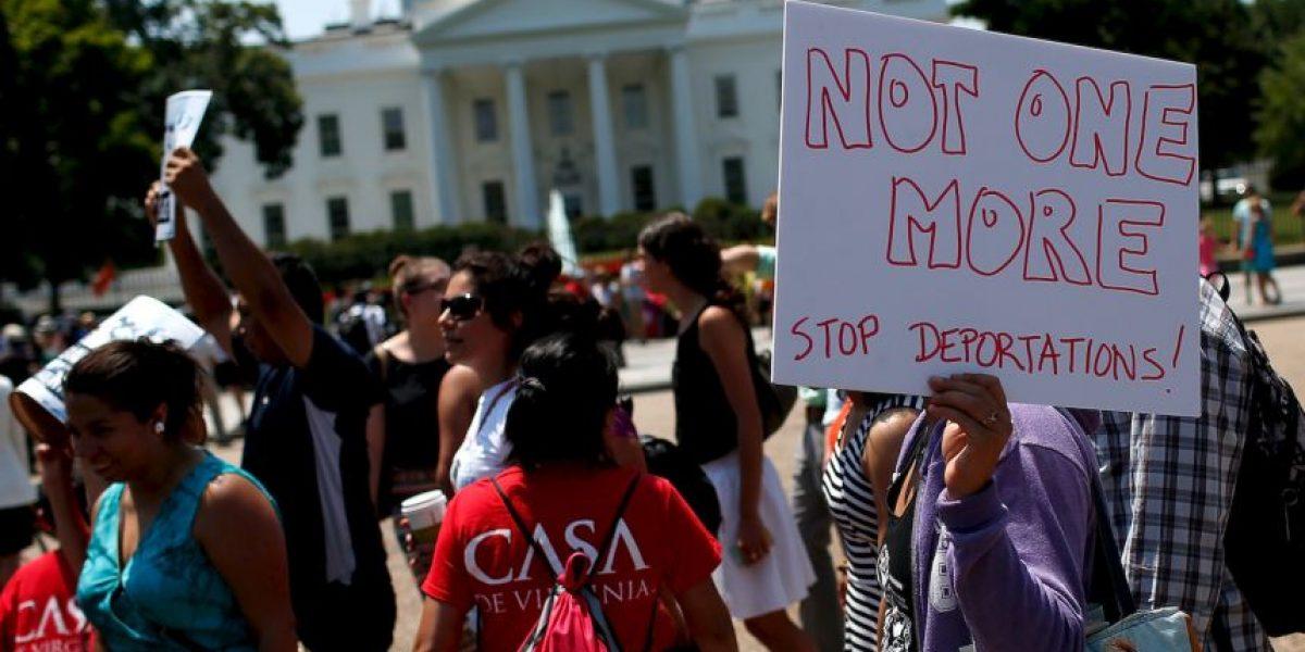 Corte niega orden ejecutiva que evitaría deportación de 5 millones de inmigrantes