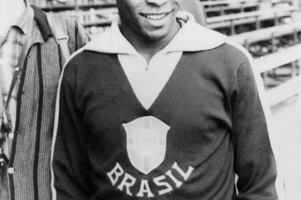 """""""O'Rei"""" ganó tres Mundiales… pero ninguna Copa América, aunque sólo pudo disputar una edición. Fue la de 1959 en la cual se coronó Argentina aunque Pelé había sido la figura y goleador del torneo con ocho tantos. Foto:Getty Images. Imagen Por:"""