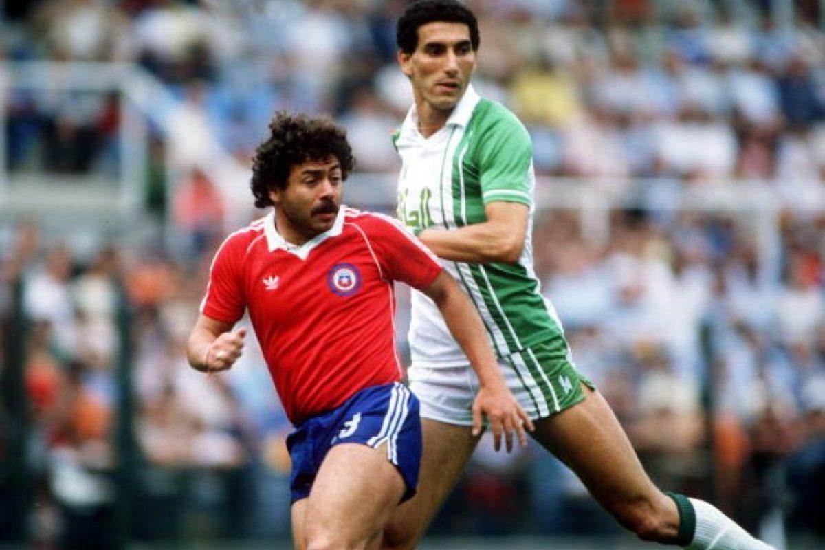 """En 1979, Chile tuvo la oportunidad de coronarse en la Copa América de la mano de uno los jugadores más talentosos que ha tenido: Carlos Caszely, pero la """"Roja"""" cayó en la final ante Paraguay. Foto:Getty Images. Imagen Por:"""