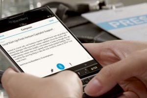 A pesar de que la empresa ha sufrido pérdidas económicas, han lanzado dispositivos como el BlackBerry Passport. Foto:twitter.com/BlackBerry. Imagen Por: