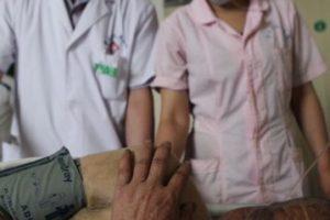 Hasta el momento se sabe que hay seis personas heridas, las cuales fueron llevadas al hospital. Foto:AP. Imagen Por: