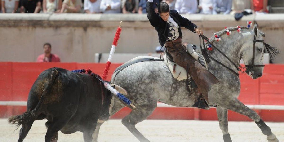 FOTOS: ¡Impresionante! Toro casi mata a rejoneadora en plena corrida