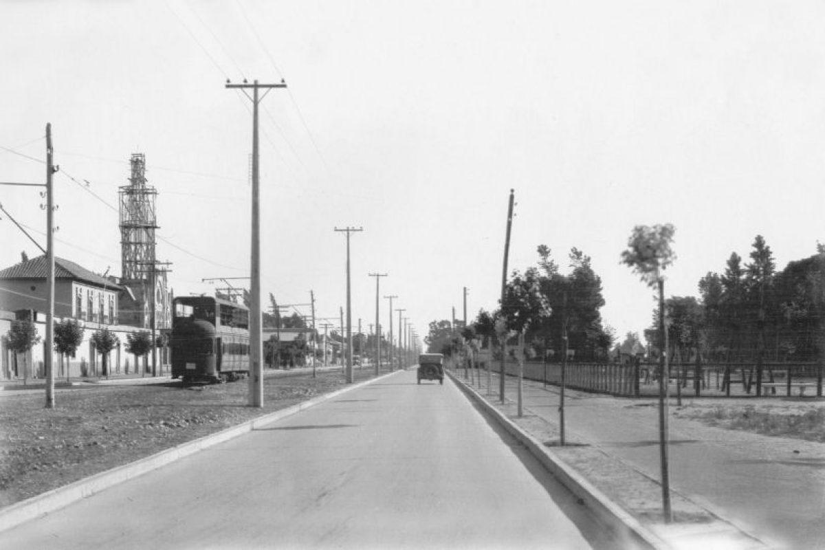 Vista de Gran Avenida, sector El Llano Subercaseaux de Santiago, 1930. Foto:Fotos Históricas de Chile. Imagen Por: