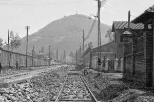 Vista de calle Seminario hacia avenida Providencia y cerro San Cristóbal de Santiago en 1925. Foto:Fotos Históricas de Chile. Imagen Por: