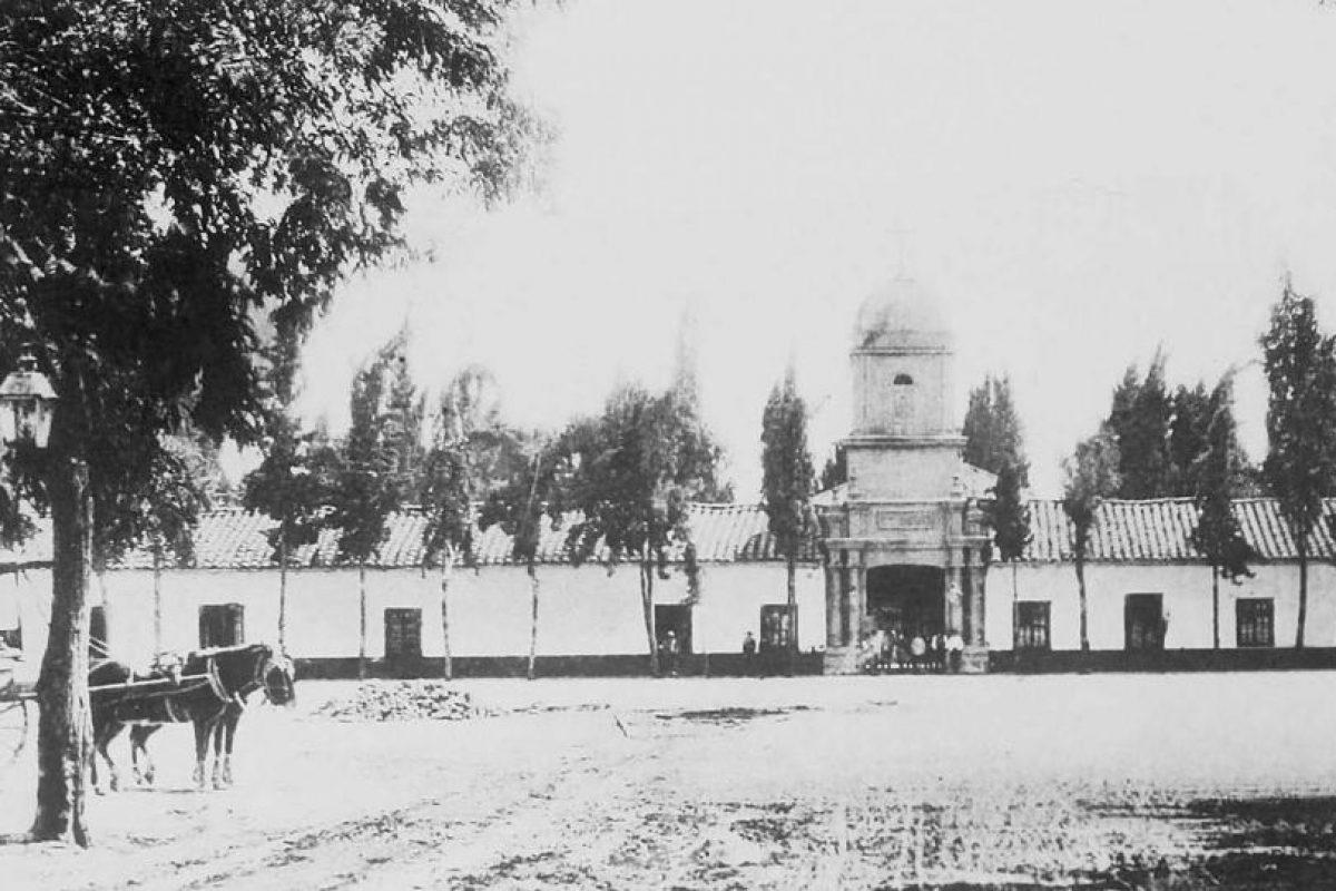 Frontis del Cementerio General de Santiago en 1878. Foto:Fotos Históricas de Chile. Imagen Por: