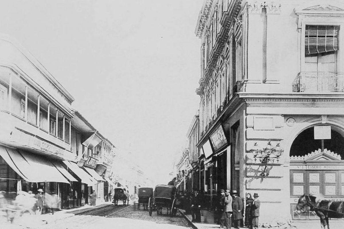 Calle Estado desde la Plaza de Armas de Santiago en 1895. Foto:Fotos Históricas de Chile. Imagen Por:
