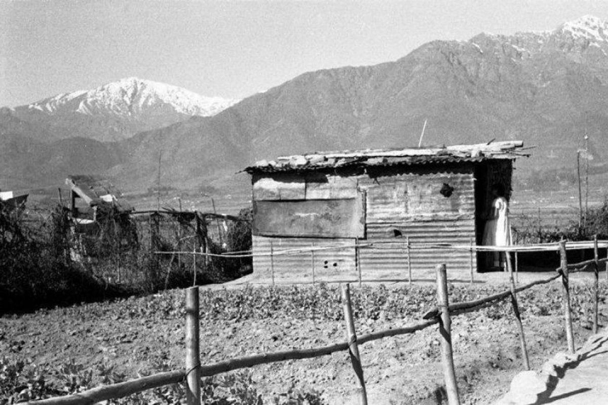 Casa en el entorno de avenida Grecia con Tobalaba de Peñalolen en 1957. Foto:Fotos Históricas de Chile. Imagen Por: