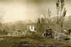 Vista de la Iglesia de los Domínicos al final de la avenida Apoquindo en 1924. Foto:Fotos Históricas de Chile. Imagen Por: