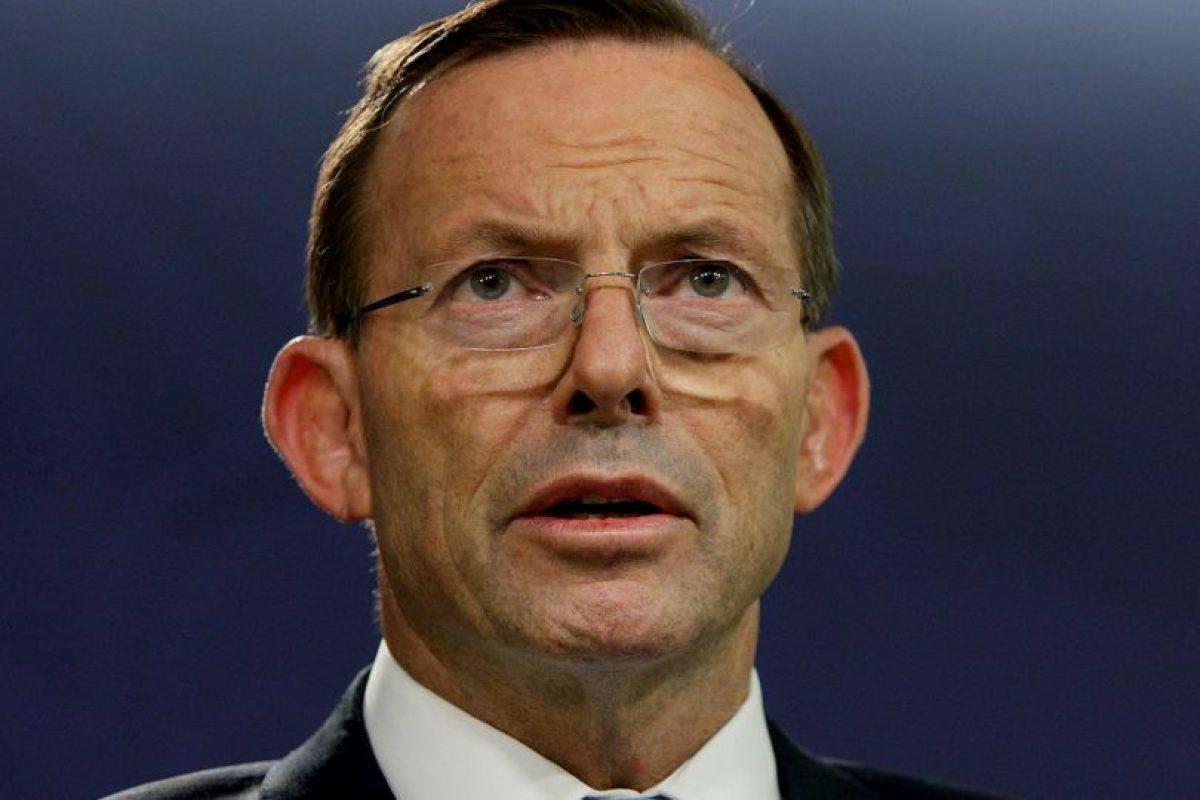 Tony Abbott, le dijo a la madre del niño que posó con una cabeza decapitada, que si regresa a Australia será castigada severamente. Foto:Getty Images. Imagen Por: