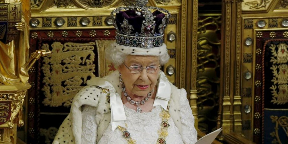 5 datos sobre el lujoso atuendo de la reina Isabel II durante apertura del Parlamento