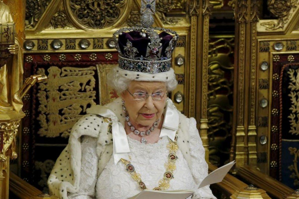 1. La Corona Imperial del Estado tiene un peso aproximado de un kilo (dos libras y media). Foto:Getty Images. Imagen Por: