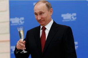 11.2 litros de alcohol se consumen per cápita en la nación gobernada por Vladimir Putin Foto: Getty Images. Imagen Por: