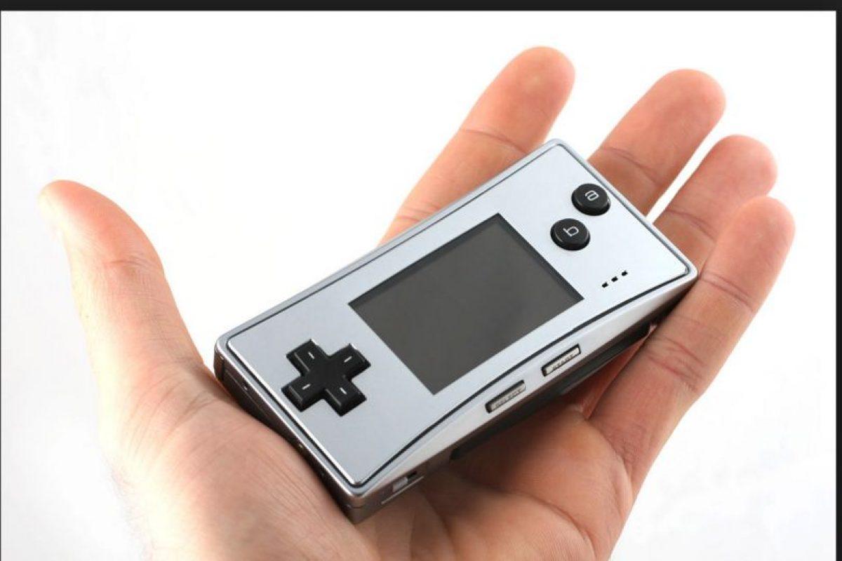 Game Boy Micro es la versión más actual de esta consola. Tiene nuevas características añadidas en la versión japonesa para hacerle compatible con la primera versión del Nintendo DS Foto:Nintendo. Imagen Por: