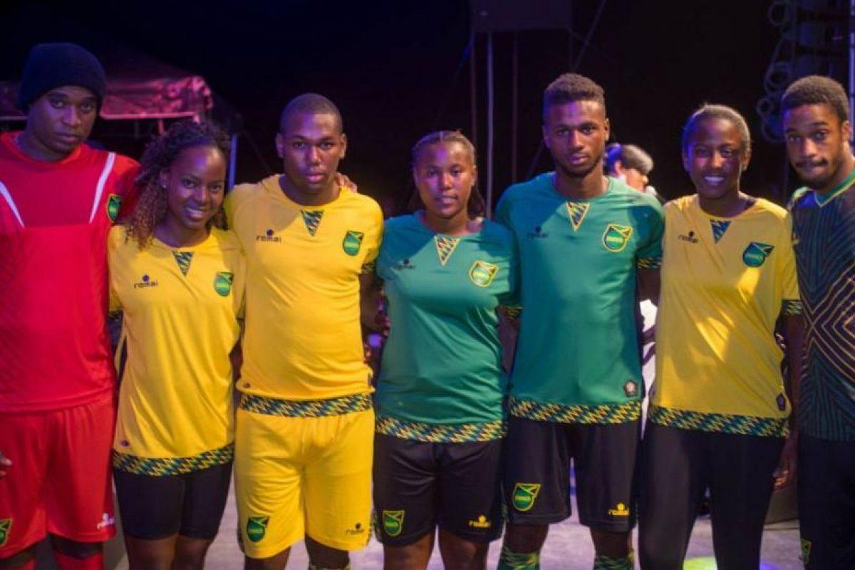 """Los """"Reggae Boys"""" recién presentaron sus uniforme para el torneo en Chile. Foto:Vía facebook.com/JamaicaFootballFederation. Imagen Por:"""