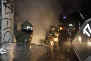 Locales en la capital sufrieron la acción de encapuchados Foto:Agencia Uno. Imagen Por:
