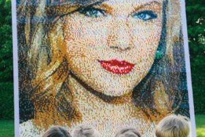 """Además de su reconocimiento en esta revista, el rostro de Swift fue inmortalizado con este retrato de piezas """"Lego"""" Foto:Getty Images. Imagen Por:"""