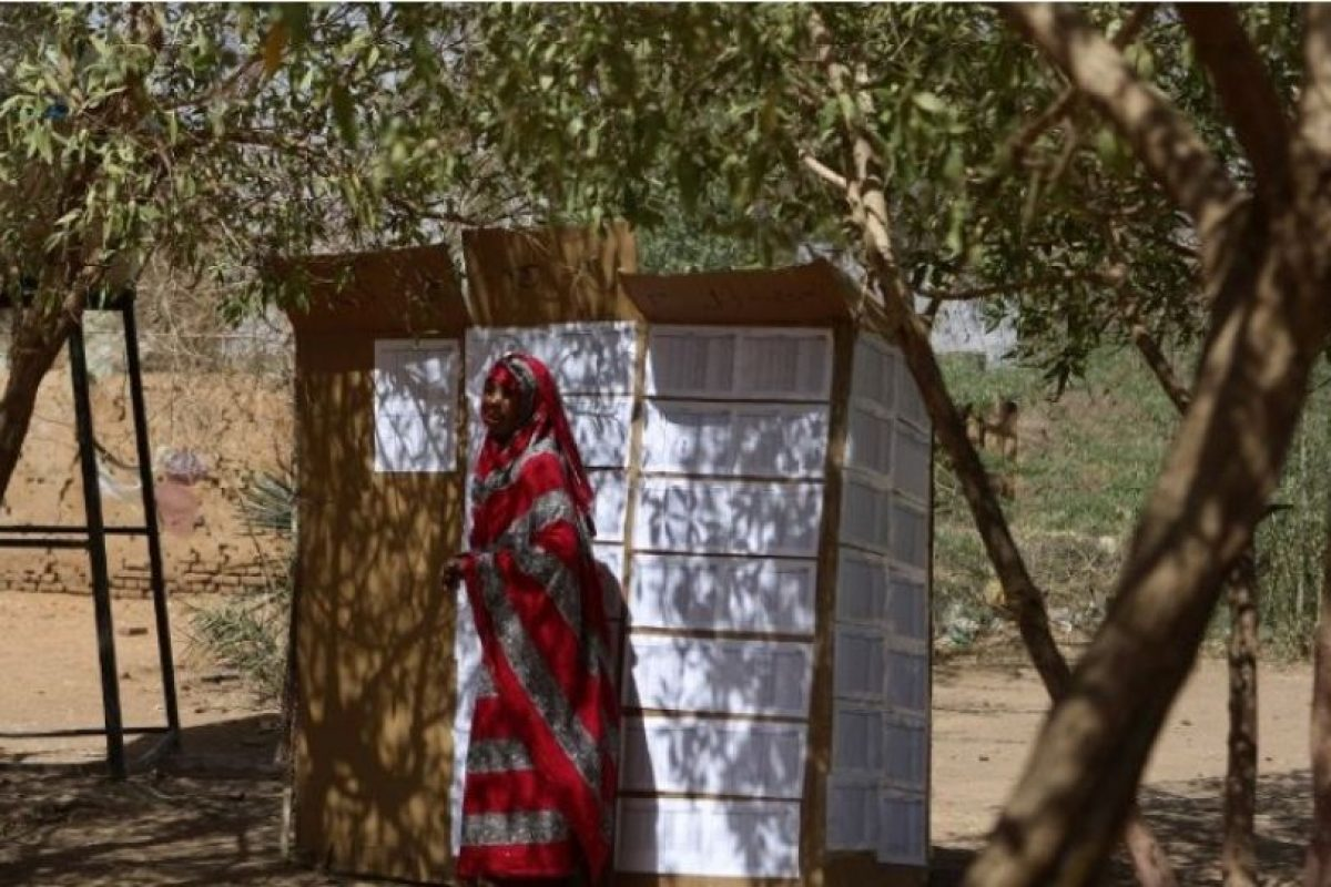 """""""Continúa tomando medias en contra de los intereses de estadounidenses y del personal en Sudán"""", añade. Foto:Getty Images. Imagen Por:"""