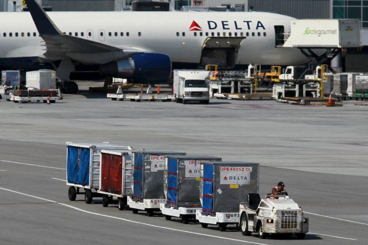 Los pasajeros fueron sorprendidos cuando vieron que un carro de equipaje traía la comida. Foto:Getty Images. Imagen Por: