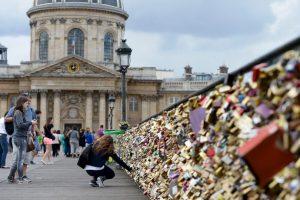 Representan una degradación del patrimonio y un riesgo para la seguridad de los visitantes, parisinos y turistas. Foto:Getty Images. Imagen Por: