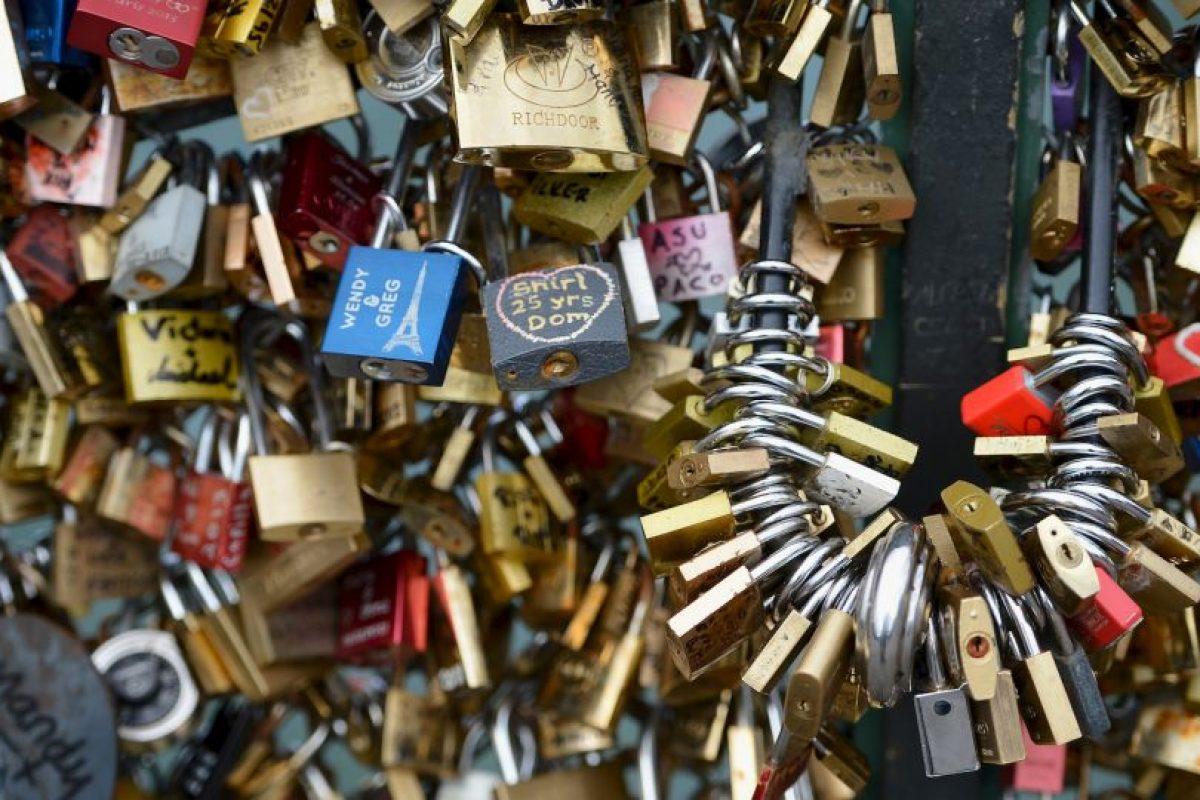 """El gobierno de París ha ordenado la retirada definitiva de los """"candados del amor"""". Foto:Getty Images. Imagen Por:"""