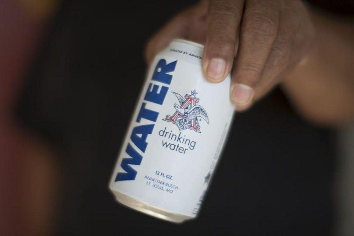La empresa cervecera Anheuser-Busch, esta semana detuvo la producción de su fábrica en Georgia, Estados Unidos, para producir agua potable. Foto:Getty Images. Imagen Por: