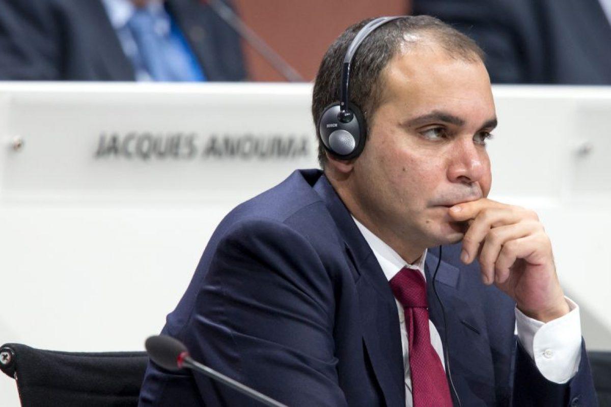 El otro candidato es el jordano Ali bin Al Hussein (39 años), presidente de la Asociación Jordana de fútbol Foto:Getty Images. Imagen Por: