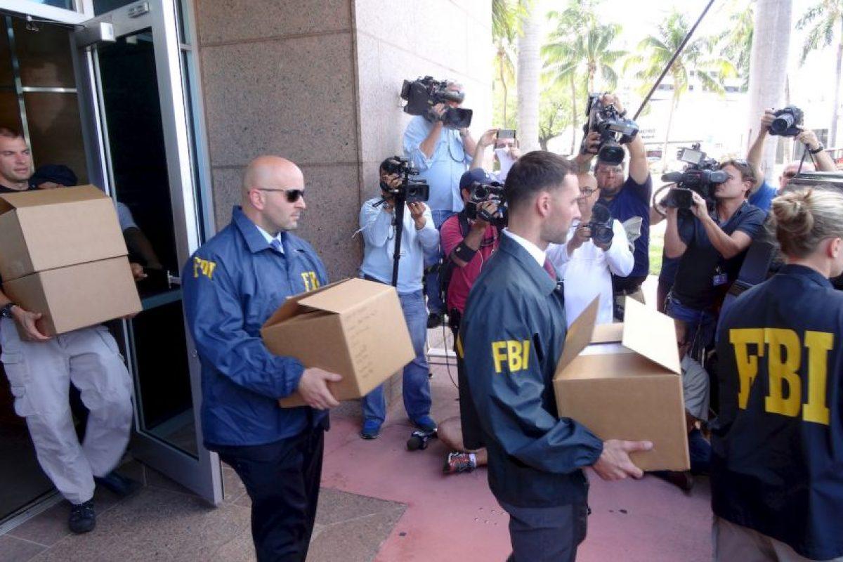 Agentes del FBI con evidencia del caso de la FIFA. Foto:AFP. Imagen Por: