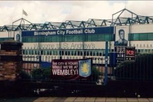 Aston Villa le dejó un mensajito al Birmingham City, su tradicional rival. Foto:Twitter.com/troll__football. Imagen Por: