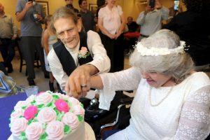 Dos enfermos terminales decidieron casarse. Foto:AP. Imagen Por:
