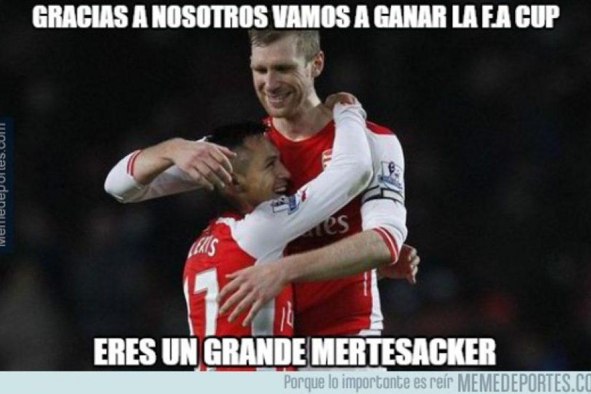 Mertesacker también colaboró en el título del Arsenal. Foto:memedeportes.com. Imagen Por: