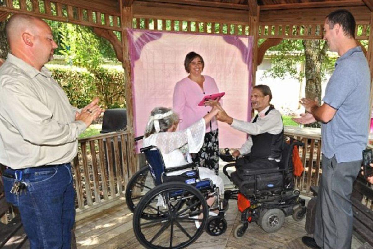 La ceremonia se llevo a cabo el 23 de mayo, frente a familiares y amigos de los enfermos. Foto:AP. Imagen Por: