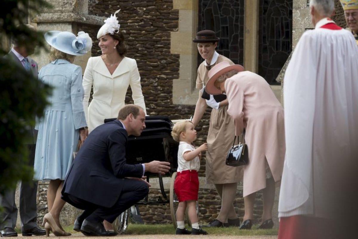 El príncipe George llamo la atención por su ternura y atuendo. Foto:AP. Imagen Por: