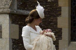 La princesa Charlotte fue bautizada en la iglesia de Santa María Magdalena en Sandringham, en el condado inglés de Norfolk. Foto:AP. Imagen Por: