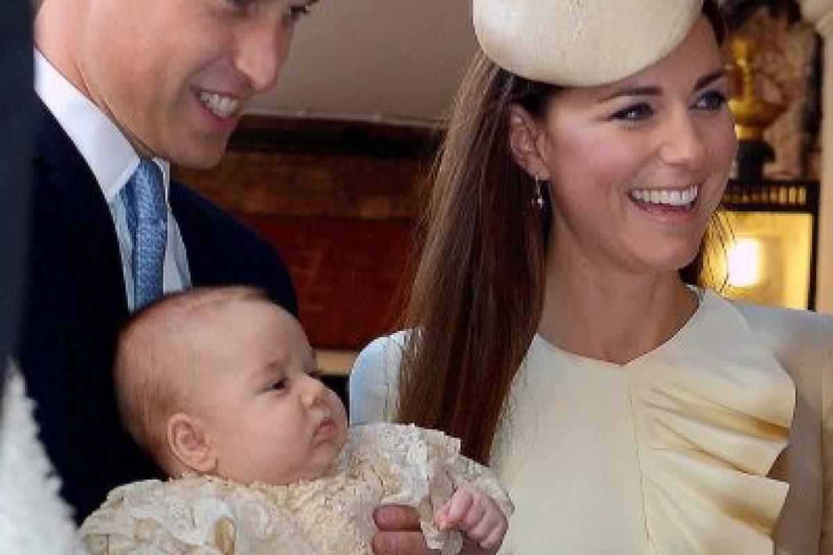 Al igual que el príncipe George, su hermano mayor, la princesa será bautizada con la replica del vestido realizado por la hija mayor de la reina Elizabeth, en 1841. Foto:Getty Iamges. Imagen Por: