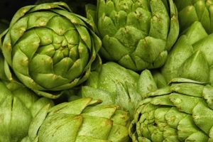 8. Alcachofa.LO QUE SE DICE: La alcachofa es excelente para bajar de peso por sus propiedades diuréticas y su alto contenido de fibra. Quema la grasa. Foto:Wikimedia. Imagen Por: