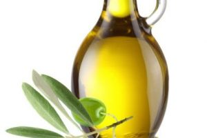 11.Aceite de oliva. LO QUE SE DICE: Aceite vegetal bueno para enfermedades del corazón pero no se debe de cocinar con el solo comer crudo. Foto:Pinterest. Imagen Por: