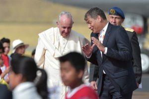 El presidente, Rafael Correa, fue quien se encargo de recibirló. Foto:AFP. Imagen Por: