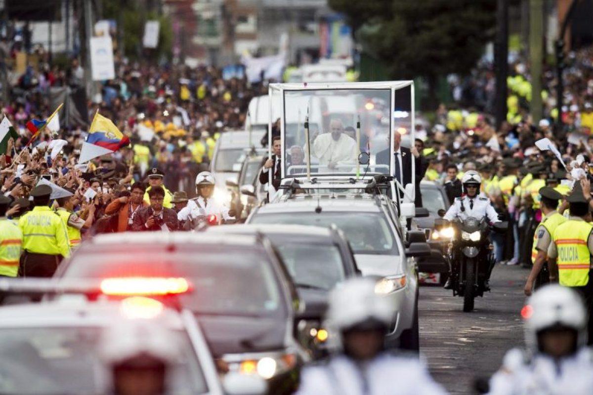 Muchos Seguidores esperaban en las calles de quito para verlo. Foto:AFP. Imagen Por: