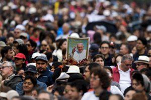 El papa declaró que su viaje estaba inspirado en las personas que viven por una difícil situación. Foto:AFP. Imagen Por: