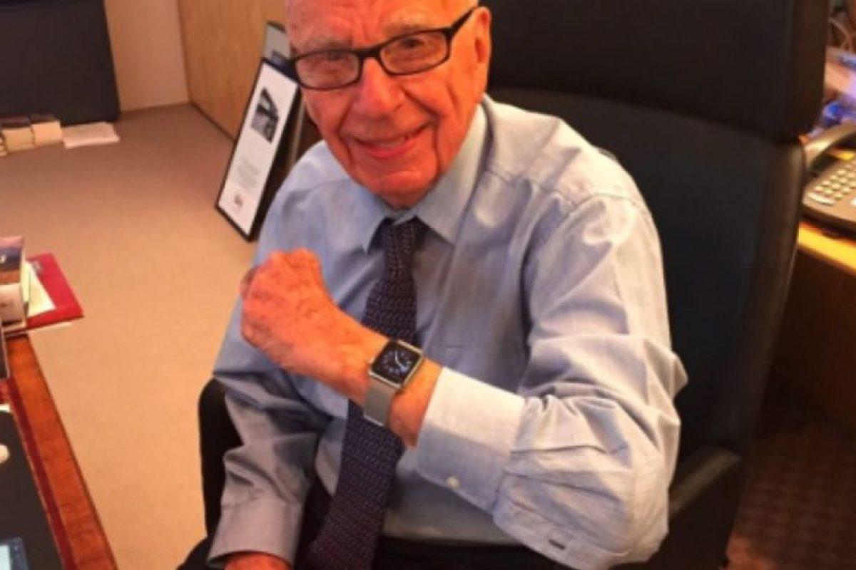 Rupert Murdoch es un empresario, inversionista y magnate australiano nacionalizado estadounidense, director ejecutivo y principal accionista de News Corporation. Foto:twitter.com/nravitz. Imagen Por: