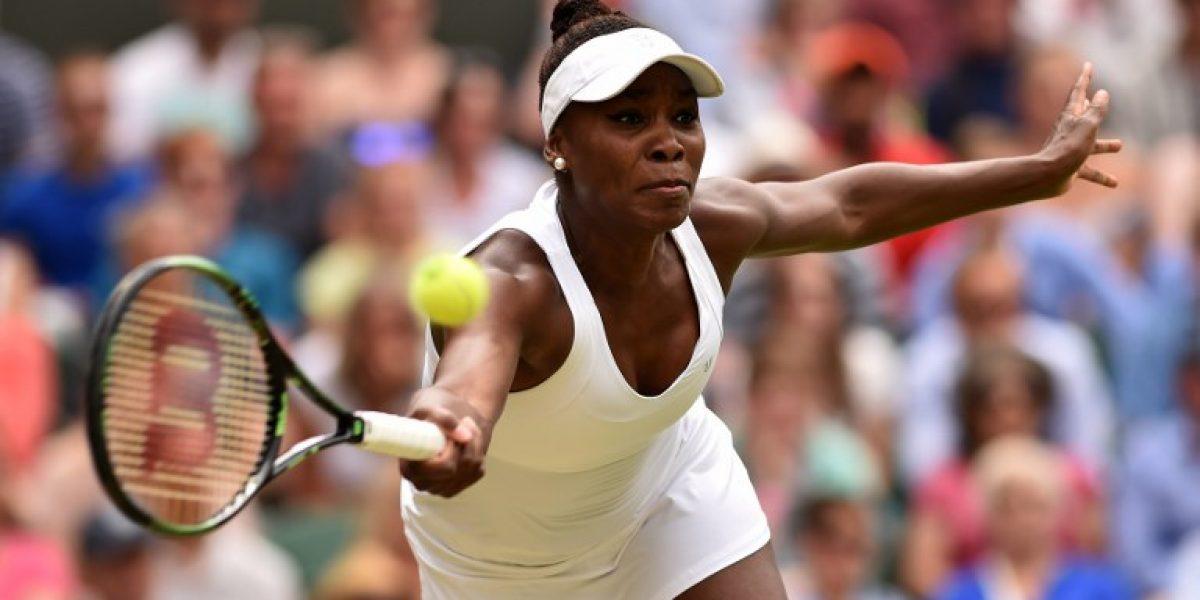 Serena Williams vence a su hermana Venus y pasa a cuartos en Wimbledon