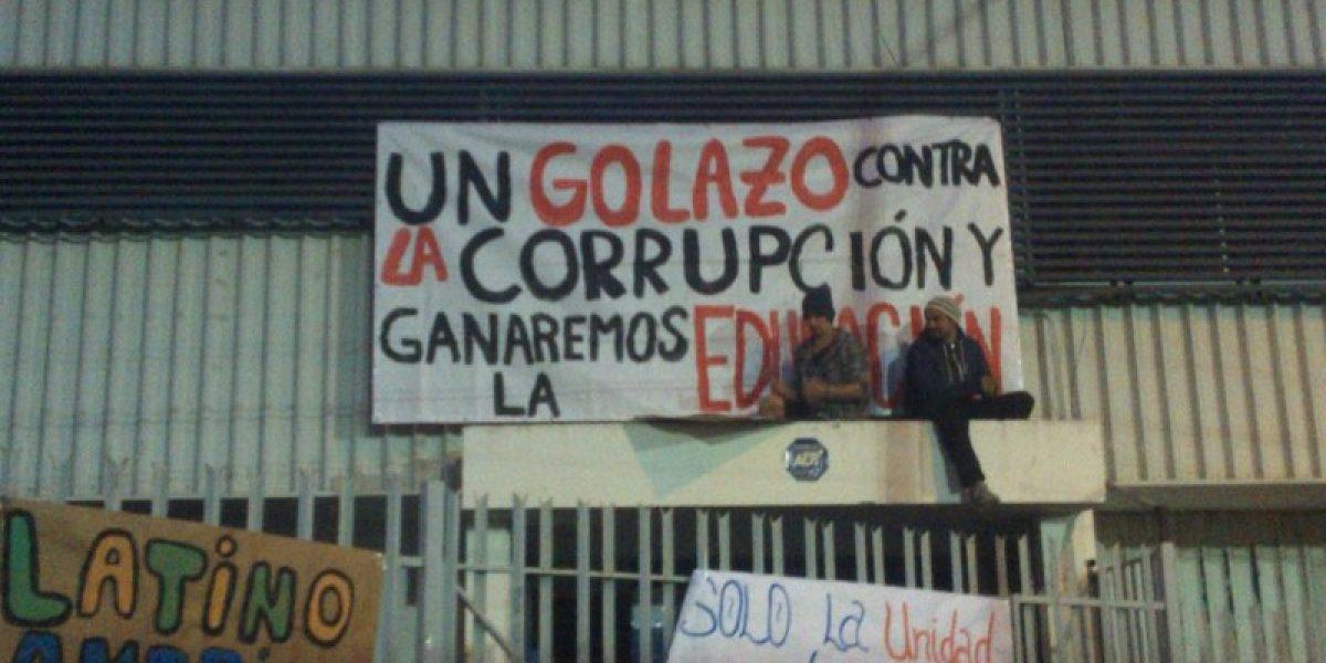 Se jugó en la calle: Las protestas que marcaron a la Roja en las últimas dos Copa América
