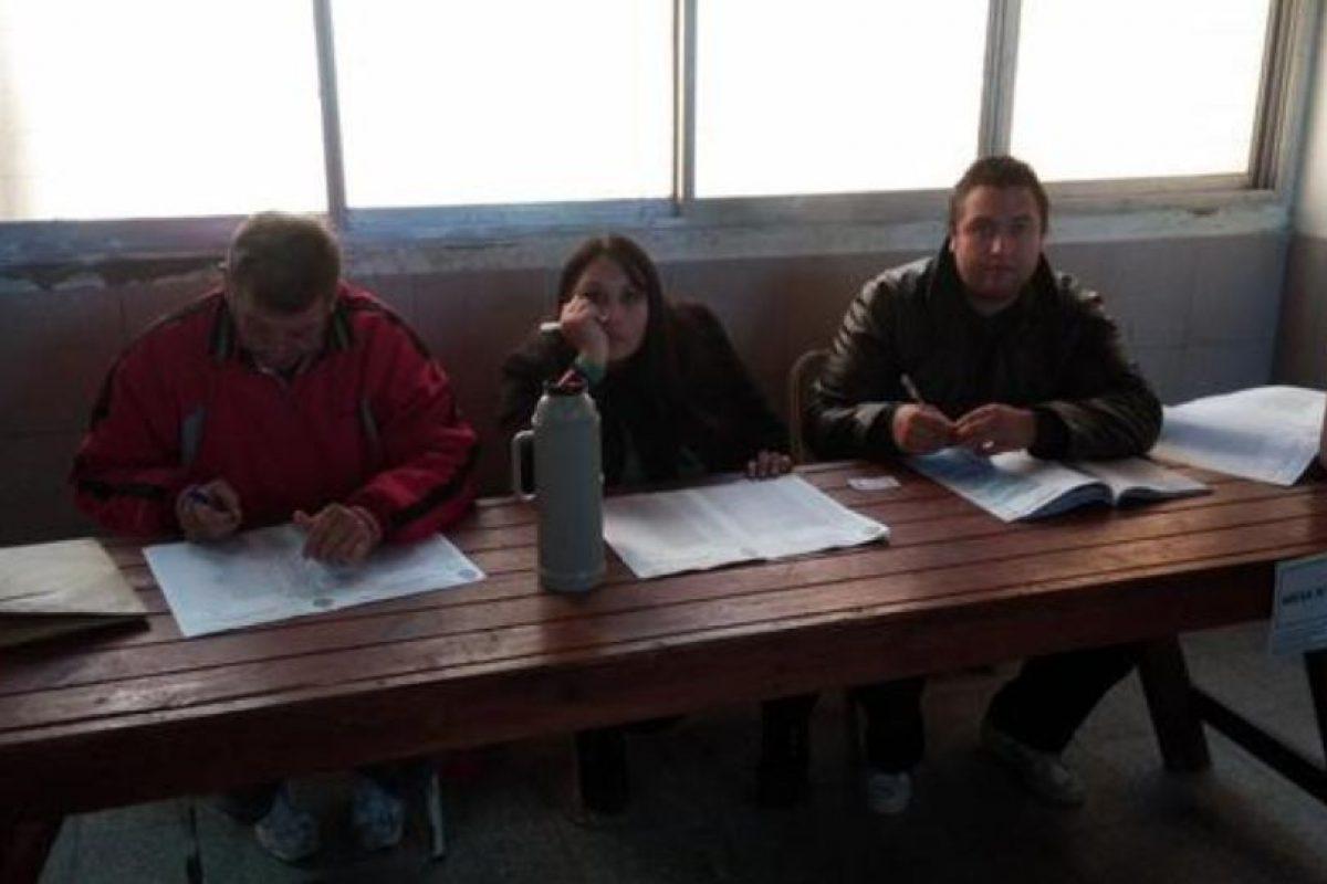 En Corrientes, Argentina, los ciudadanos argentinos votaron para elegir a 15 diputados y cinco senadores provinciales. Foto:Vía Twitter @jguille_1. Imagen Por: