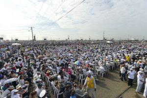 Miles de feligreses lo esperaban Foto:AFP. Imagen Por: