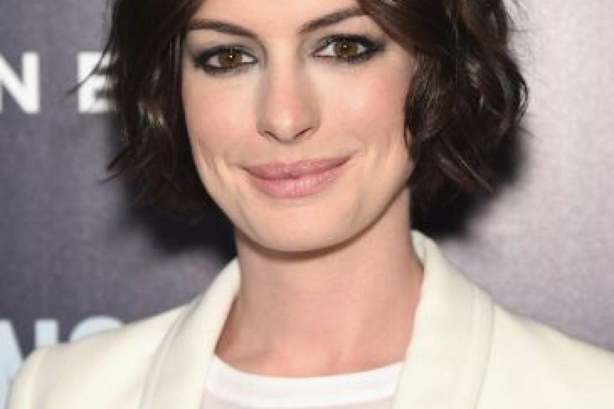 """En la película """"El Diario de la Princesa"""", la actriz lució las cejas pobladas, el cabello largo, rizado y esponjado. Foto:Getty Images. Imagen Por:"""