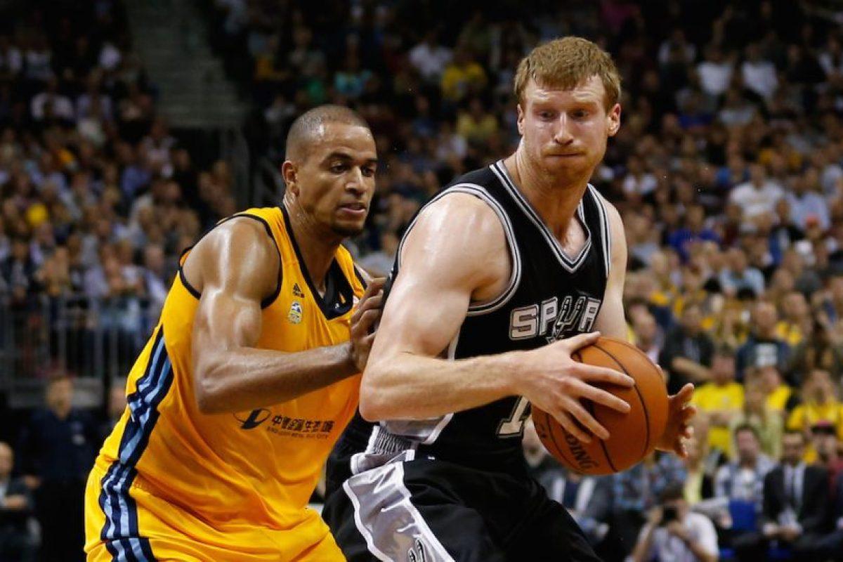 Antes de debutar en la NBA estuvo en Messina de la Liga italiana. Foto:Getty Images. Imagen Por: