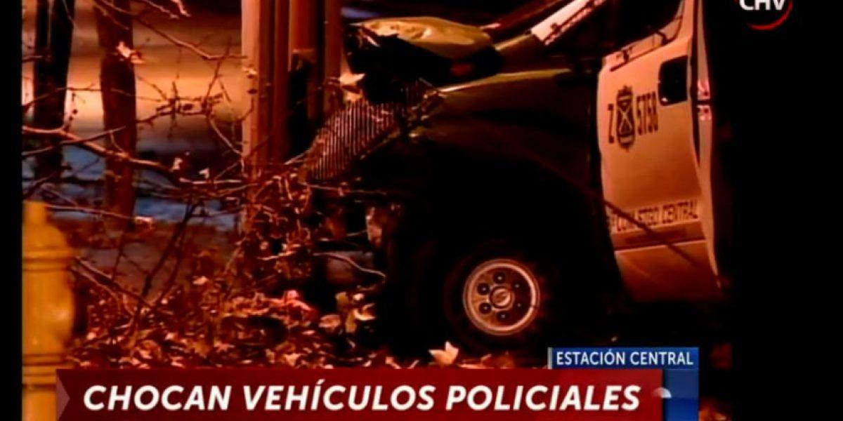 Retén móvil choca en persecución policial en Estación Central