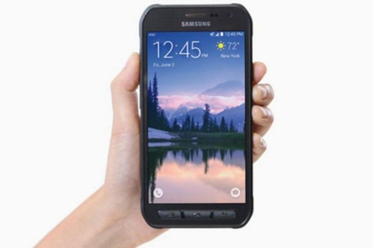 Tiene una pantalla Full HD de 5.1 pulgadas, batería de 3.500 mAh, cámara posterior de 16 megapíxeles, Android 5.01. Lollipop, además de resistencia al agua y el polvo (IP68). Foto:Samsung. Imagen Por: